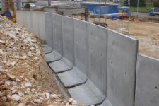 Concession Kia : mur préfabriqué de soutènement