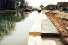 Création de quai béton le long du canal pour appontage des bateaux