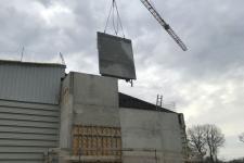 Extension du gymnase de Fraisans : mur béton banché de 9.50 m de haut